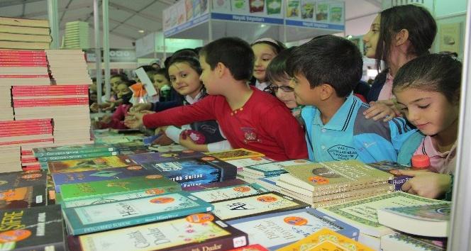 Elazığ'da kitap fuarına yoğun ilgi, ziyaretçi 50 bini geçti