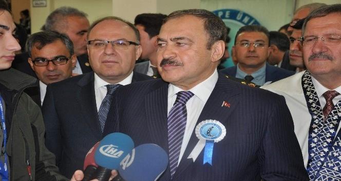 """Bakan Eroğlu'ndan """"yerli otomobil üretimi konusunda öğretim görevlilerine çağrı:"""