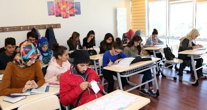 Van Büyükşehir'den eğitime 'Sürekli' destek