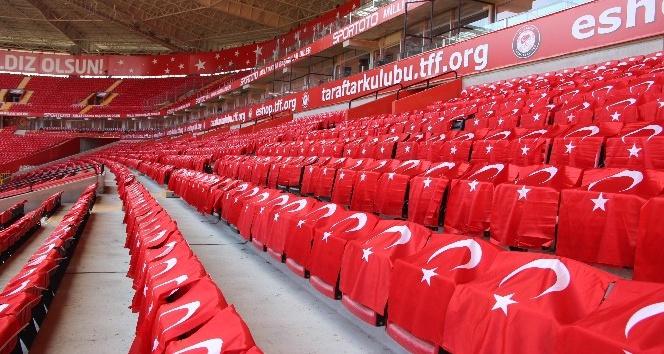 Eskişehir Stadı Türk bayrakları ile donatıldı