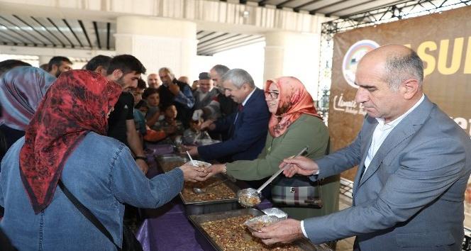 Körfez Belediyesi 3 bin aşure dağıttı