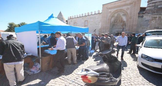 Beyşehir Belediyesi'nden vatandaşlara aşure ikramı