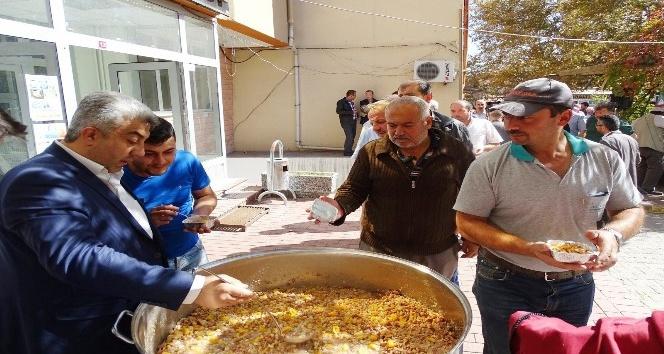 Hisarcık Belediyesi 4 bin kişiye aşure dağıttı