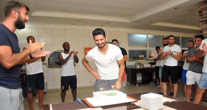 Emre Akbaba'ya doğum günü sürprizi