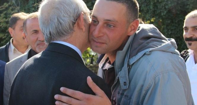 Kılıçdaroğlu, asker oğluna sarılarak Sivastan ayrıldı