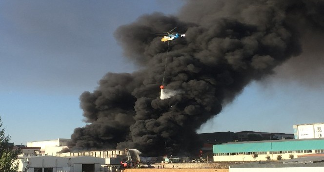 Adana'da boya fabrikasında yangın