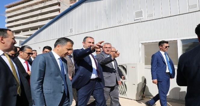 Adalet Bakanı Gül'den personel müjdesi