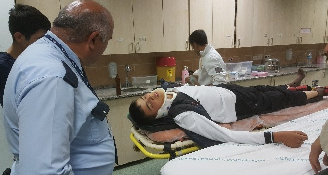Kamyonetin çarptığı öğrenci yaralandı