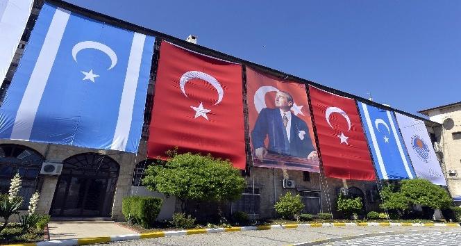 Mersin Büyükşehir Belediyesi, Türkmen bayrağı astı