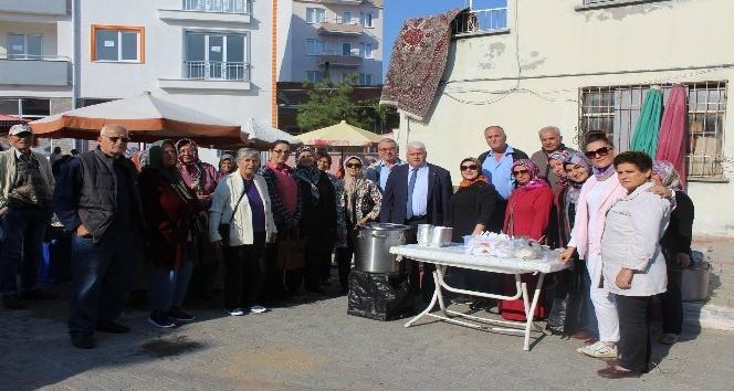 Lapseki ve Çardak Belediyeleri aşure ikramında bulundu