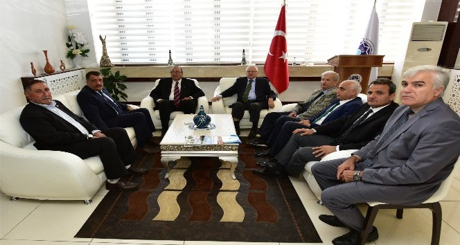Eski bakan Emiroğlu, Gürkan ile tecrübelerini paylaştı