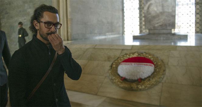 Bollywood yıldızı Khan Anıtkabirde