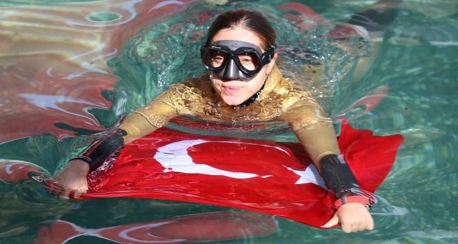 Milli dalgıç Şahika Ercümenden antik havuz dalışı