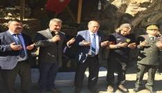 CHP Lideri Kılıçdaroğlunun konvoyunda şehit düşen askerin anısına çeşme yaptırdılar