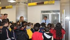 Anaokulu öğrencilerinden PTTye ziyaret