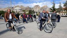 Tokatta mahalle muhtarlarına bisiklet