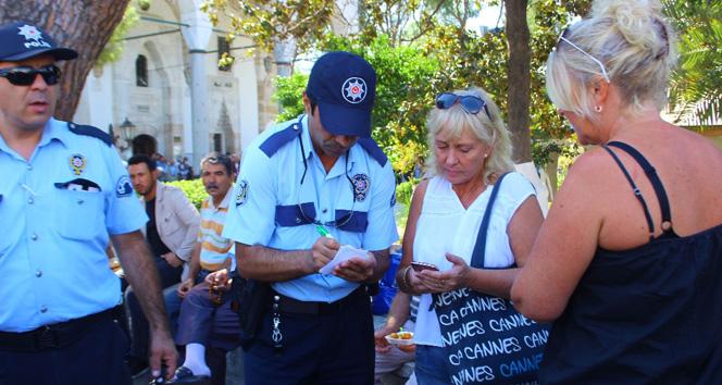 Hırsızlar lokma kuyruğunda turistleri soydu