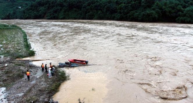 Vietnamdaki selde ölü sayısı artıyor: 37 ölü, 40 kayıp