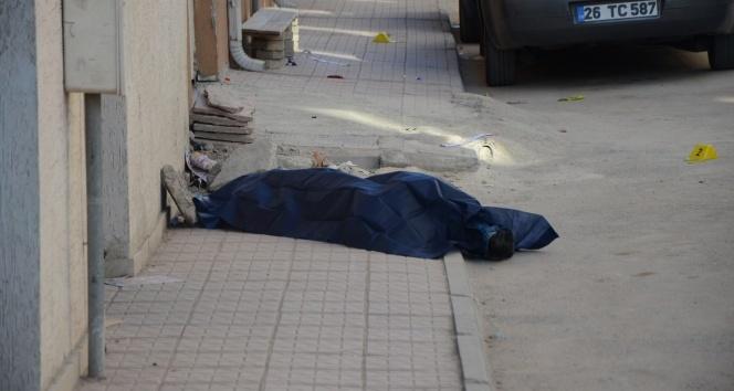 Sokak ortasında ceset bulundu