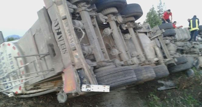 Kaza yapan tır şoförü, sıkışarak hayatını kaybetti