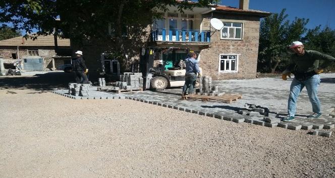 Seydişehir'de parke taş döşeme çalışmaları sürüyor