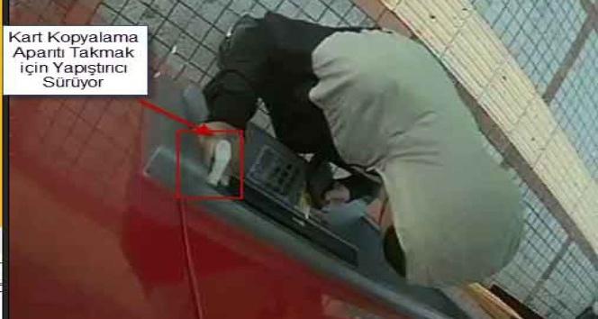 ATM'lere gizli kamera ve kart kopyalama cihazı yerleştiren 2 kişi yakalandı