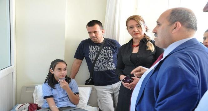 Tarsus'ta 15 öğrenci parfümden zehirlendi