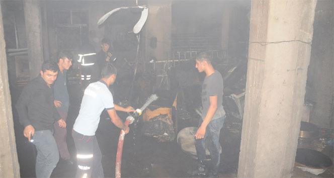 Cizrede bir evin bodrum katında çıkan yangın mahalleyi sokağa döktü