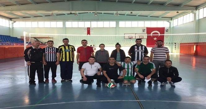 Amatör Spor Haftası etkinlikleri, ilçe protokolünü voleybol maçında buluşturdu