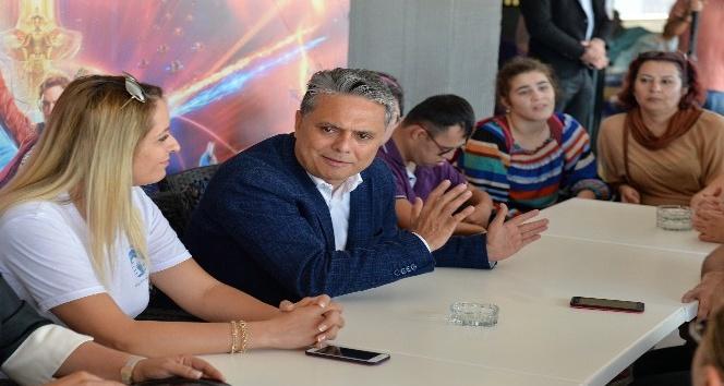 Başkan Uysal 'özel çocuklarla' sinemada