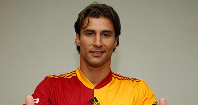 Lorik Cana futbolu bıraktığını açıkladı