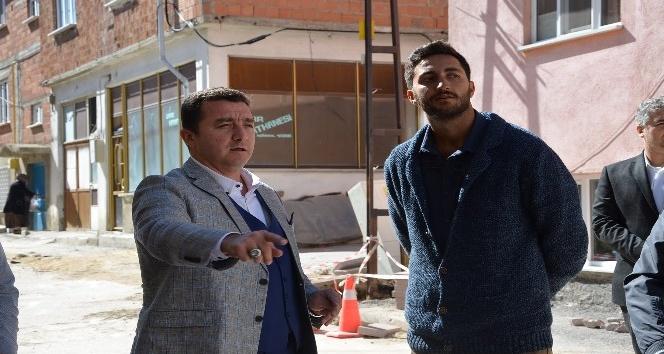 Yenidoğan Mahallesi'nde elektrik kabloları yer altına alınıyor