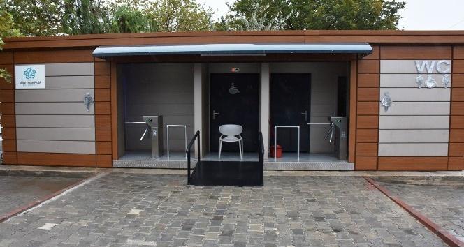 Sahilde modern tuvalet hizmeti