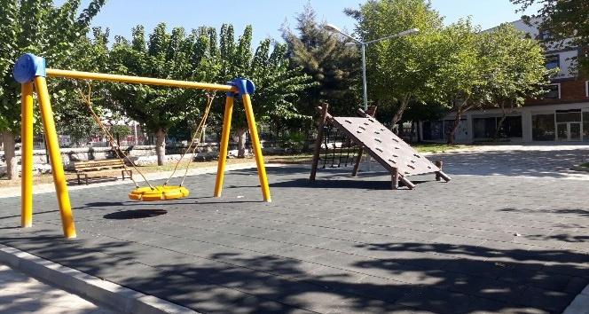 Efeler Belediyesi parkları yenilemeye devam ediyor