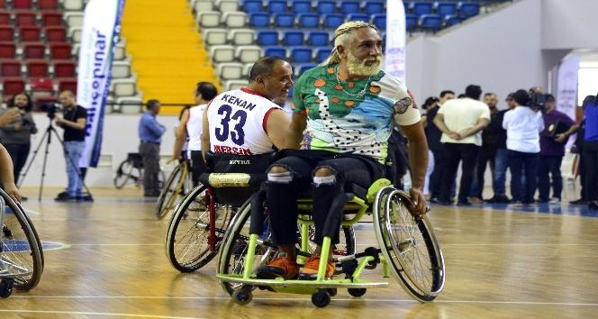 Mengüç ve Aydemir'den engellilere anlamlı destek