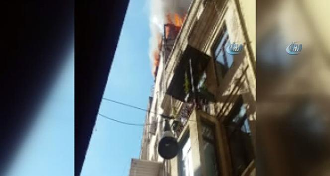 İstanbulda korkutan yangın! | Ekipler olay yerinde