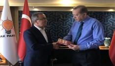 Petekten Cumhurbaşkanı Erdoğana kitap takdimi