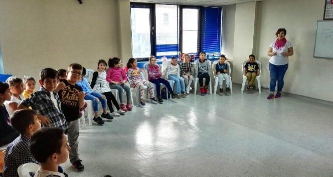 İzmit Belediyesi Tiyatro Okulu seçmelerine büyük ilgi