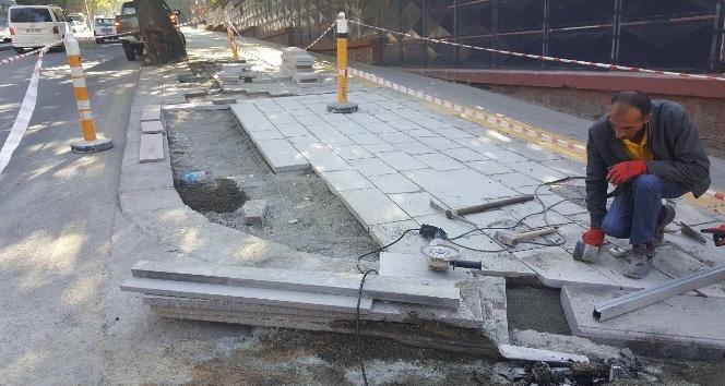 Büyükşehir'den kaldırımlara bakım ve onarım