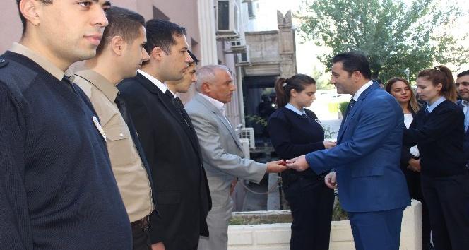 Mardin Emniyet Müdürü Onar, personelini mutlu günlerinde yalnız bırakmıyor