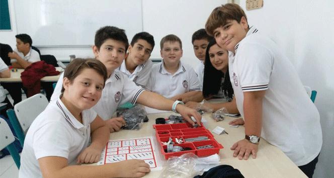 """Yakın Doğu Kolejinde """"Lego Mindstorms Seti"""" uygulaması"""