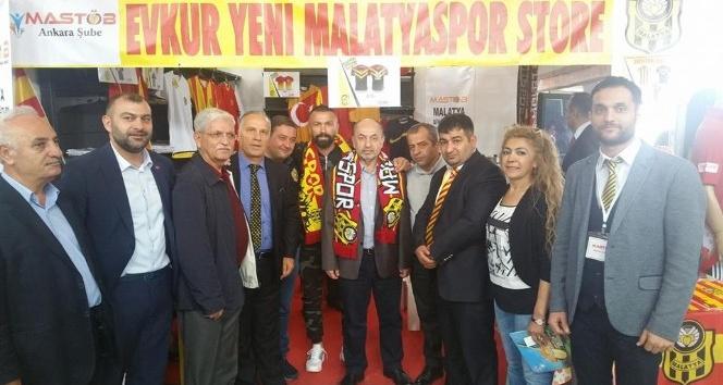 Gevrek, MASTÖB yönetimine Evkur Yeni Malatyaspor stadında plaket verdi