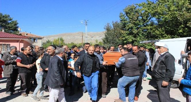 Fransa'daki yangında ölen Nihal Ertunç, Erzincan'da defnedildi
