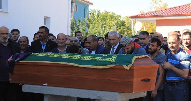 Fransadaki yangında ölen Nihal Ertunç, Erzincanda defnedildi
