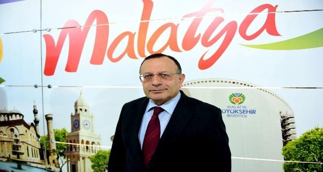 Malatya eski Valisi Ulvi Saran Malatya Tanıtım Günleri'ni ziyaret etti