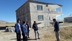 Bitlis AFAD Müdürü Balkan, EYY modeli ile yapımı devam eden afet konutlarında incelemelerde bulundu