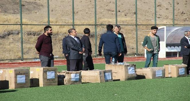 Elazığ'da amatör kulüplere malzeme yardımı