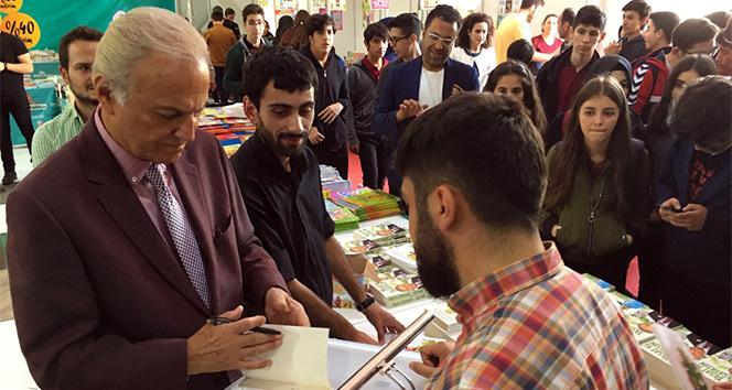 Ediz Hun Ataşehir Kitap Şenliğinde gençlerle buluştu