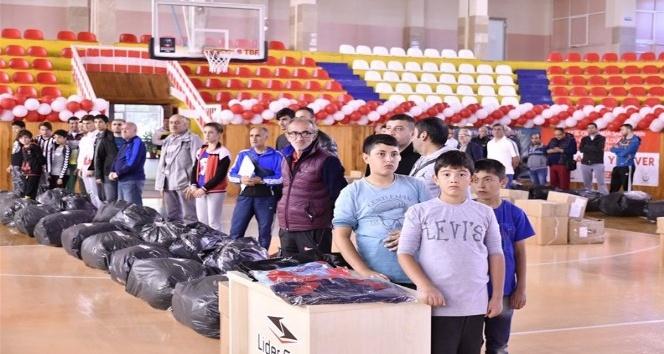 Tokat'ta spor kulüplerine malzeme desteği