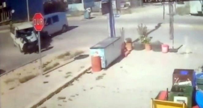 Minibüsle çarpışan kamyonet yayaları ezdi: 5 yaralı